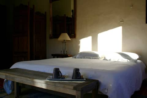 """L 'Abri"": Beautiful independent room"