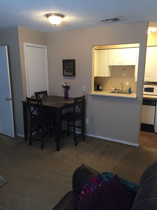 Dining table/kitchen
