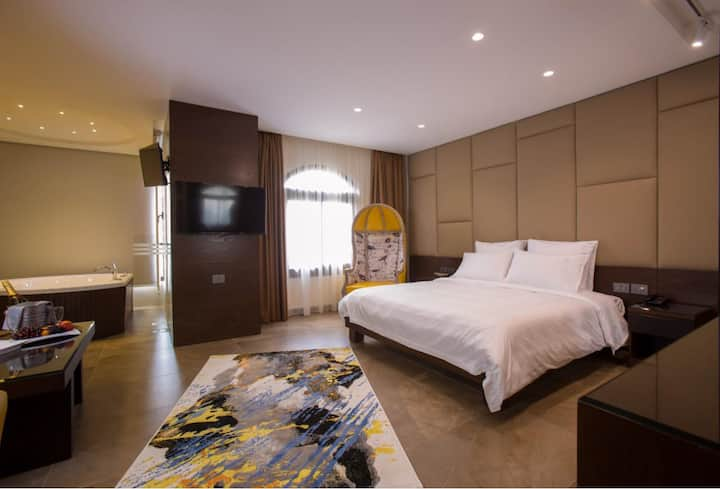 Opera House HOTEL,Modern luxury set into privacy