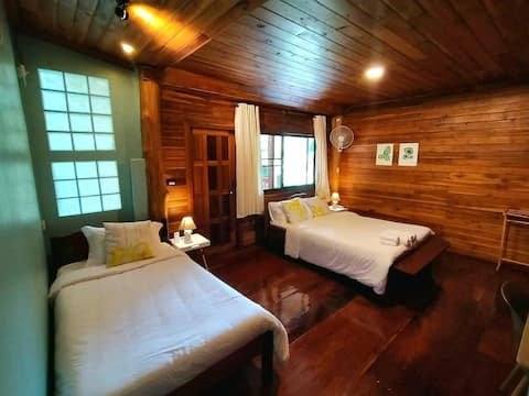 Triple Room with Balcony and Hearty Breakfast