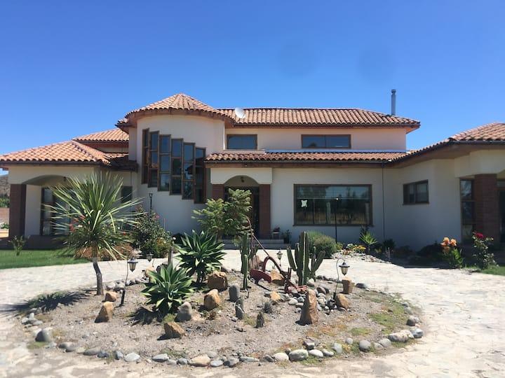 Hermosa y cómoda casa de campo en Santa Cruz