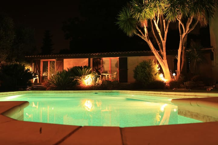 Very Quiet studio near Cannes with pool