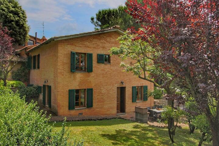 Maison de vacances confortable avec piscine à Sienne, Italie