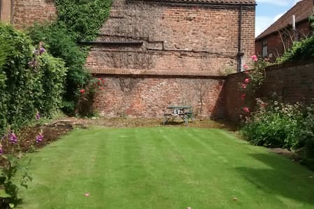 Townhouse with lovely garden, centre of Beverley