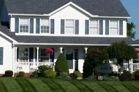 Beautiful home overlooking the Legend Golf course. - Massillon - Dom