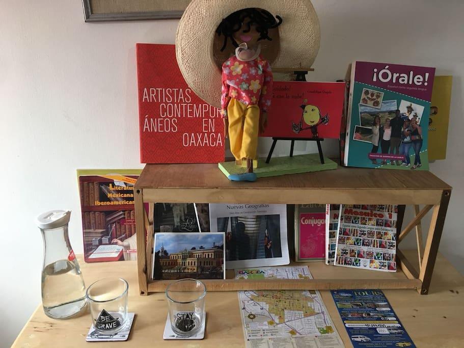 Libros sobre Oaxaca y de español como lengua extranjera, mapa e información turística