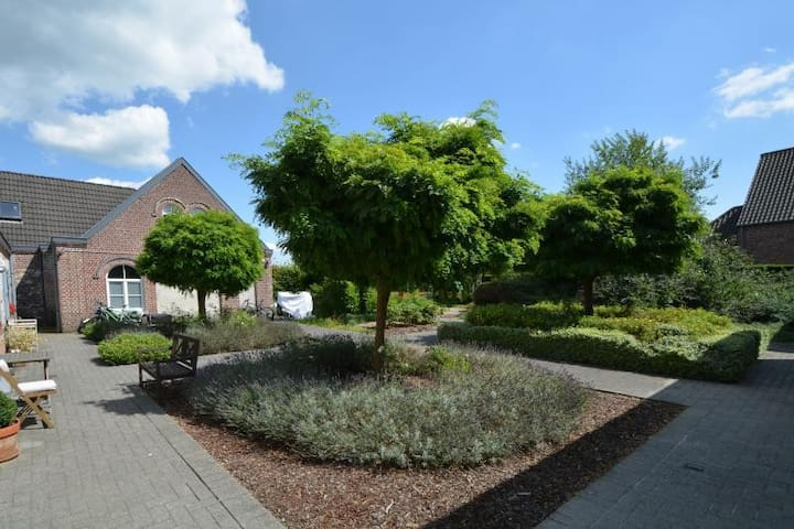 Very cosy cottage/with old tower, free parking - Ghent - Villa