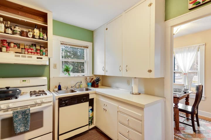 Charming 2 bed Zilker Bungalow just off Lamar!