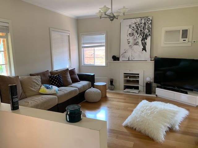 Large room near chadstone & public transport