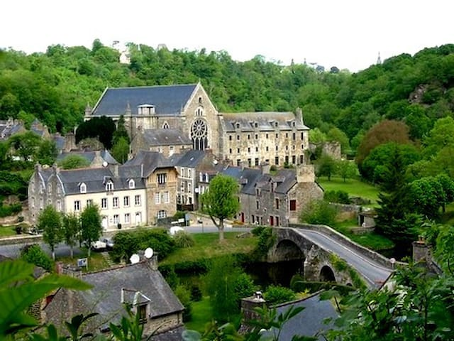 Studio apt. Near Dinan, in Lehon.