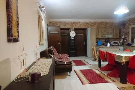 Spacious Private Room in a 4-Rooms-Appartment - New Cairo City