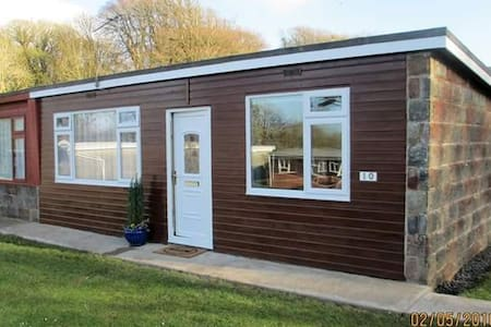 The Owlet Chalet, Cosy and Pet Free - North Devon,