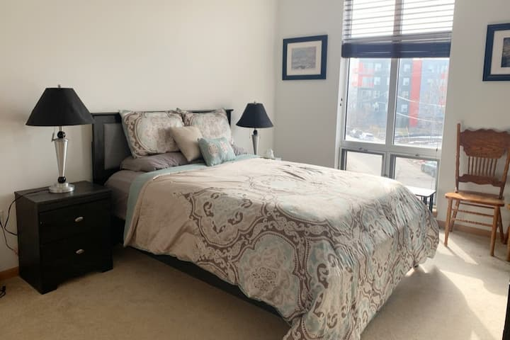 *DNC* - Comfy, Cozy, Trendy Stay in Bay View