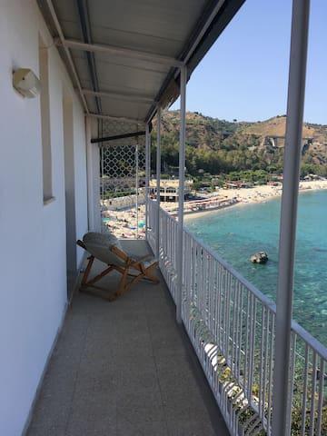 On the jonian sea - Caminia - Daire