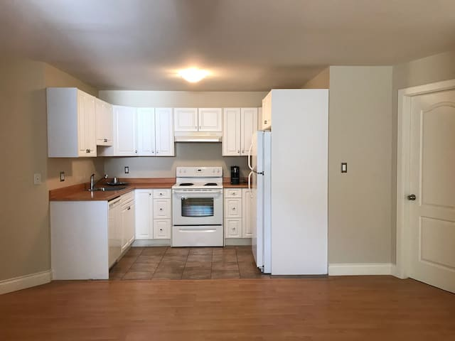 $1700-month/Long term/North Van/Edgemont Village