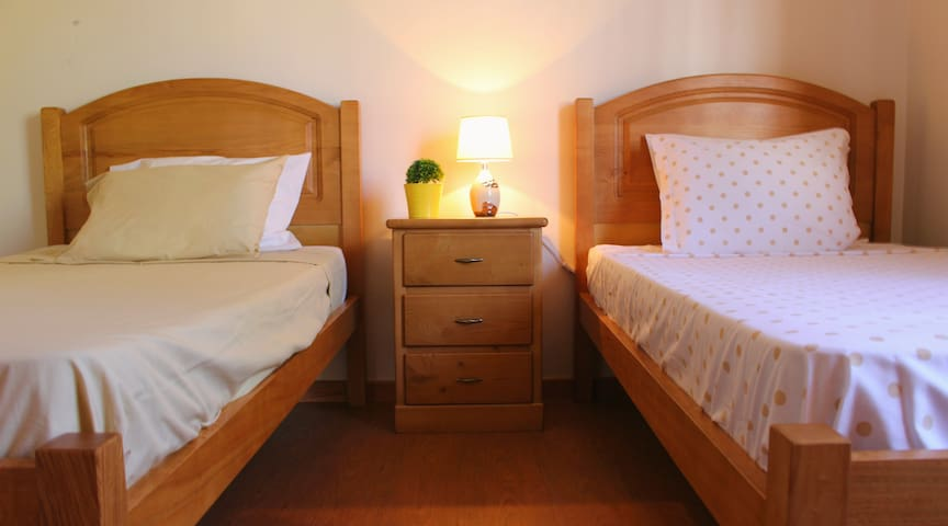 NEW !! FX Hostel - Single Bed - Funchal - Bed & Breakfast