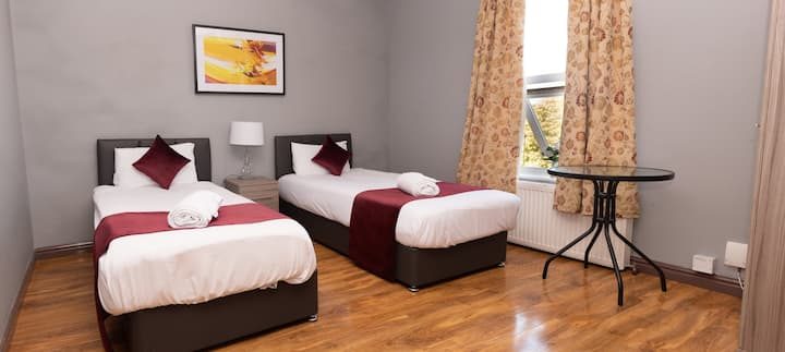 Twin Beds, Perfect for Colleagues & Free Car Park