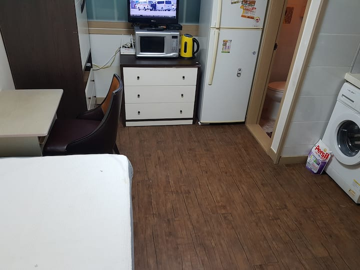 Intire Apartment house 101 with A Room near Subway