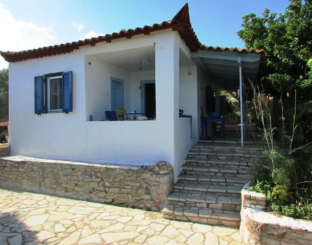 Old cottage with nice view to the sea!!! - Koroni