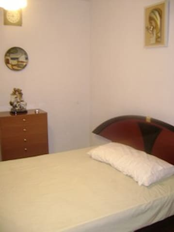 Cosy room next to the Metro - Madrid - Wohnung