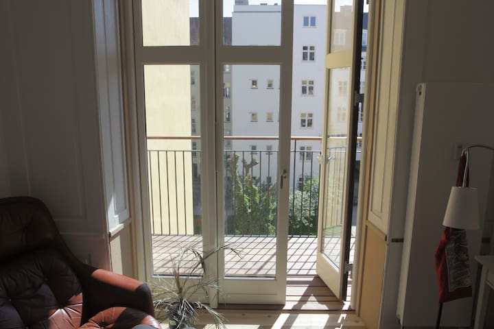 Room with balcony in Downtown CPH