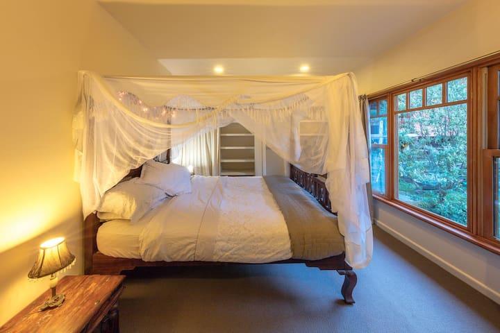 King room in beautiful Yarra Valley strawbale home