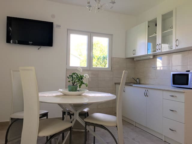Two bedroom apartment with sea view  4 adults