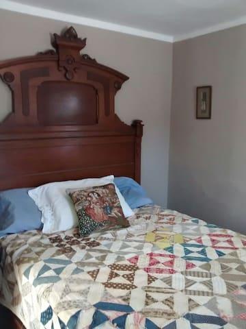 Quiet Room on Berkshire Farm - Becket - Haus