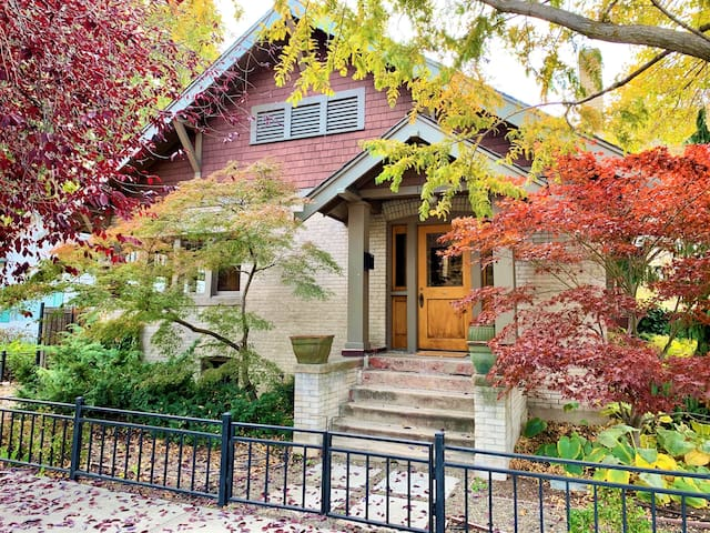 North End 1905 Bungalow- Great House and Location