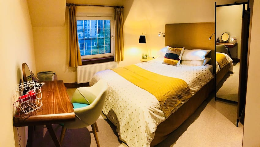 A Double Room at Windmill Road, St Andrews (Robin)