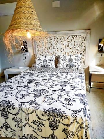 Slaapkamer 1 met badkamer ensuite