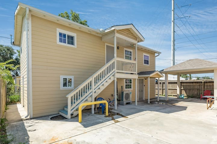 Charming studio in the heart of Galveston w/ a full kitchen & amenities