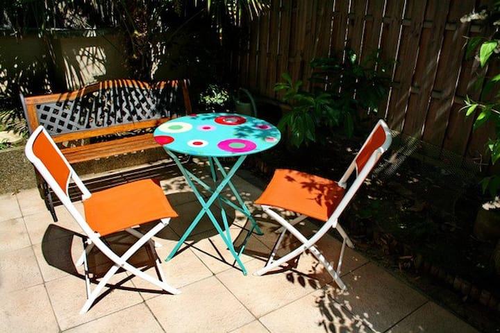 cosy studio avec terrasse et parking - パリ - アパート