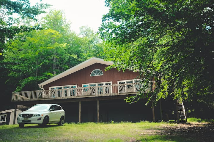 Lake Wallenpaupack Getaway: Steps From The Lake