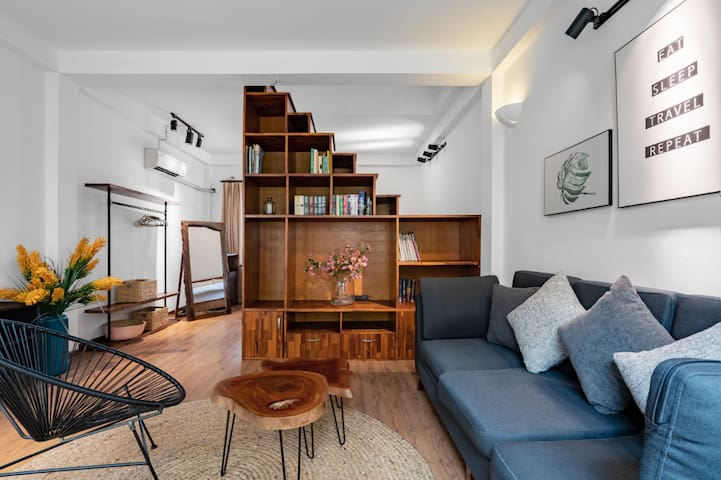 Sunlight 2BR Flat, in the heart of Old Quarter
