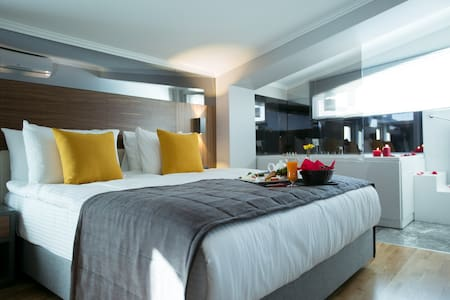 ANKARA'S MOST LUXURIOUS SUIT - Çankaya - Bed & Breakfast