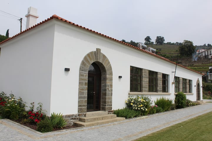 Casas da Escola de Cidadelhe - Sala Masculina