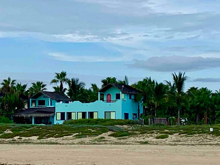 Beachfront Surf House! Cozy and Casual 3BR w/WIFI