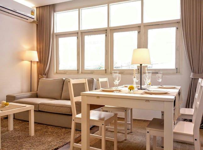 1 Bedroom and Livingroom Combo 1 Bathroom