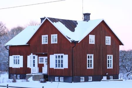 Stort hus på landet med sjöutsikt - Lammhult