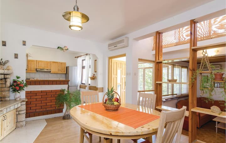 Awesome home in Vela Luka with WiFi and 3 Bedrooms