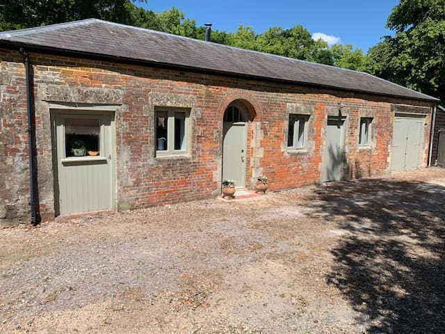 Honey's Holt - self-contained, 1 bed annex, rural