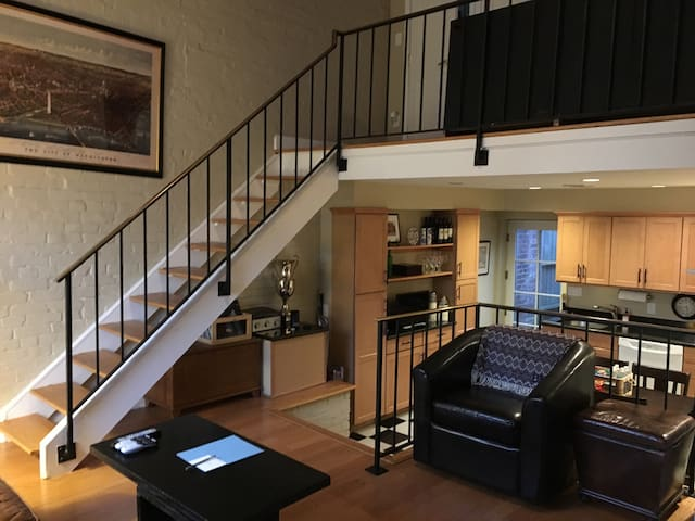 Historic Capitol Hill Loft -- Charm and Location! - Washington - Loft
