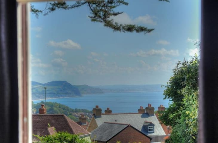 Lovely cottage, sea views, private with big garden