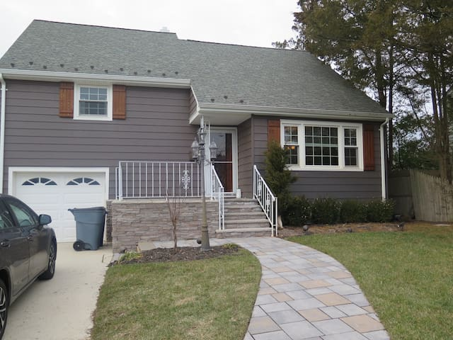 3 bedroom, 10 blocks from the beach - Spring Lake - House