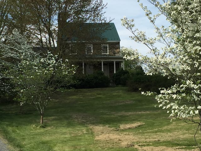 Charming 1780 stone house - Purcellville - 一軒家