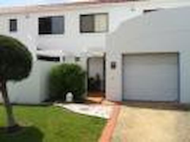 Beautiful Townhouse, great location - Mermaid Waters - Apartment