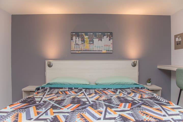 King bed Apt 2