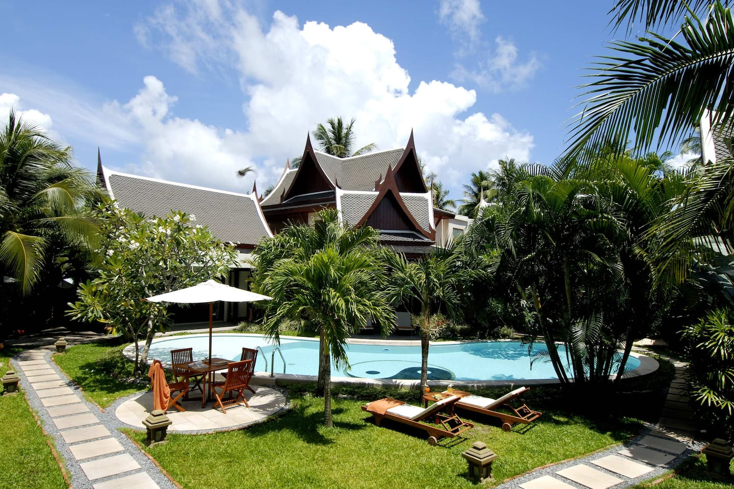 Wow!! Luxury 8 BR Villa near Beach