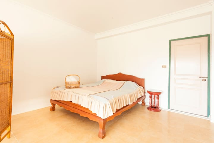 Large suite room & nice balcony-301 - Chiang Mai - Apartment
